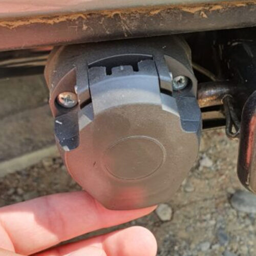 7 პინიანი ელექტრო ჩამრთველი სოკეტი მისაბმელებისთვის (მანქანის მხარე)